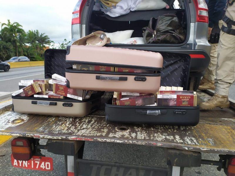 Veículo era guinchado com contrabando.